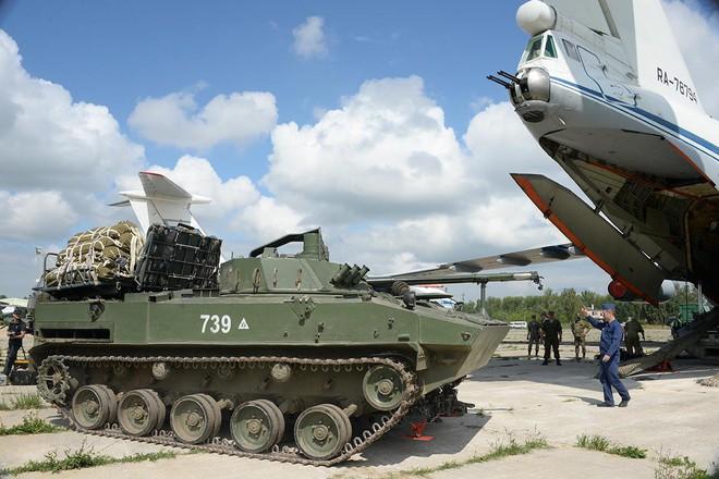 Màn biểu diễn Voi đi bộ hoành tráng của máy bay vận tải Nga - Ảnh 5.