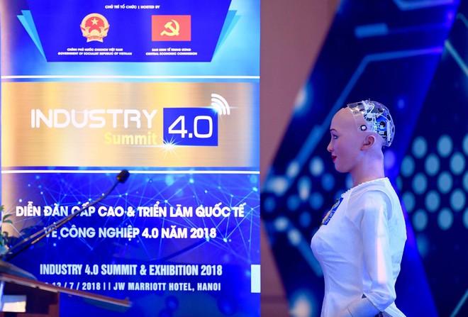 Robot Sophia mặc áo dài, trò chuyện về 4.0 ở Việt Nam - Ảnh 3.