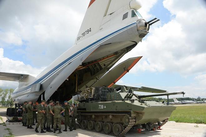 Màn biểu diễn Voi đi bộ hoành tráng của máy bay vận tải Nga - Ảnh 4.