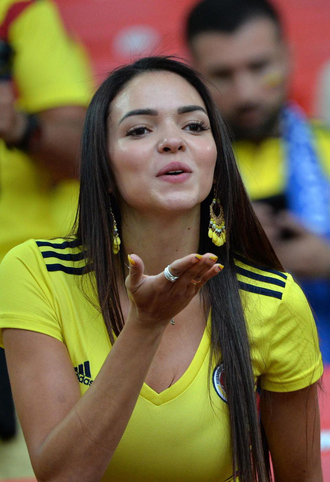 Fan bóng đá sẽ lỡ gì khi FIFA yêu cầu các tay quay hạn chế tia người đẹp? - Ảnh 5.