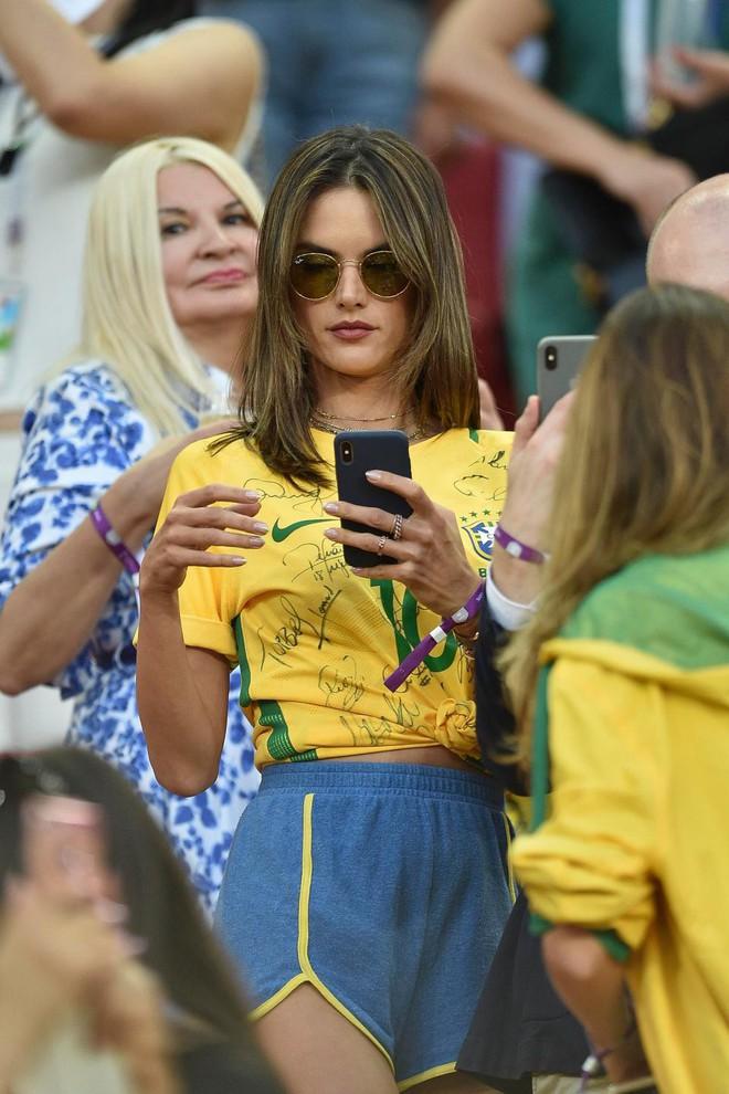 Fan bóng đá sẽ lỡ gì khi FIFA yêu cầu các tay quay hạn chế tia người đẹp? - Ảnh 7.