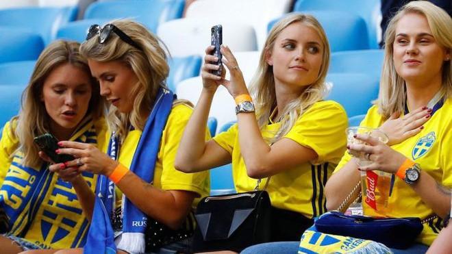 Fan bóng đá sẽ lỡ gì khi FIFA yêu cầu các tay quay hạn chế tia người đẹp? - Ảnh 9.