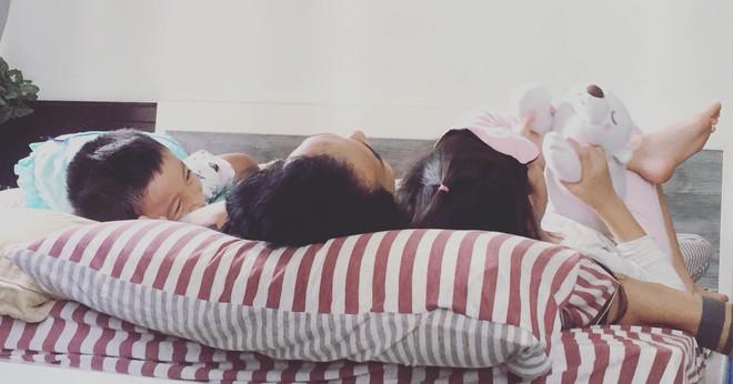Bà xã chia sẻ khoảnh khắc an yên của Phạm Anh Khoa bên các con sau scandal bị tố gạ tình - Ảnh 2.