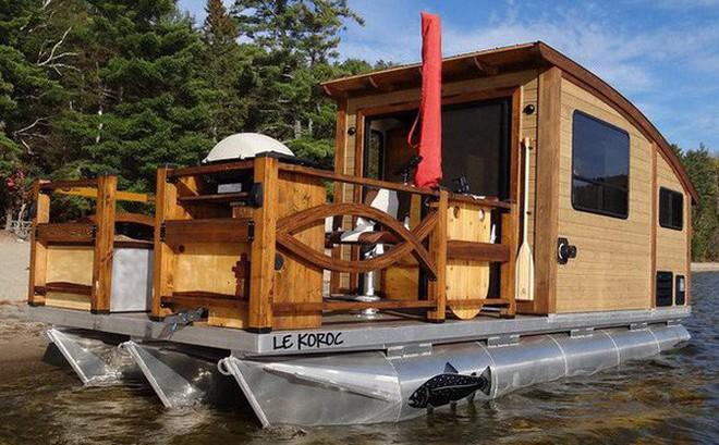 Trải nghiệm cảm giác sống tiện nghi như đất liền trên ngôi nhà thuyền chạy bằng điện Mặt Trời