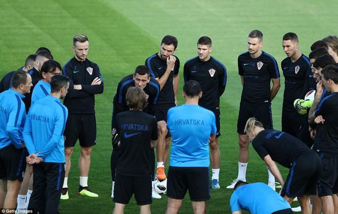 Không khí căng thẳng, nặng nề trong buổi tập của dàn sao Croatia - Ảnh 10.