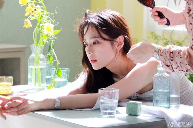 Hình hậu trường của Son Ye Jin chứng minh tường thành nhan sắc thì không cần photoshop - ảnh 1