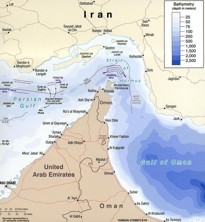 Iran dọa chặn eo biển Hormuz nếu bị Mỹ ép đến đường cùng: Liệu có phải lời nói suông? - Ảnh 1.