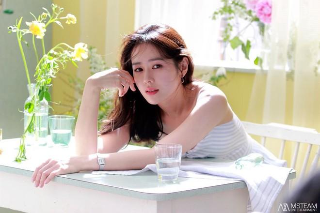 Hình hậu trường của Son Ye Jin chứng minh tường thành nhan sắc thì không cần photoshop - ảnh 4