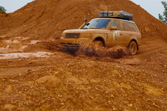 Dàn Land Rover độ ống thở của ông Đặng Lê Nguyên Vũ đầm bùn và vượt dốc tại Đồng Mô - Ảnh 5.