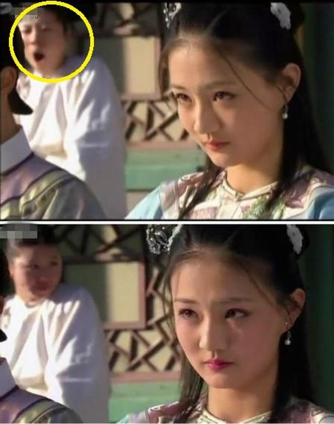 Sạn ngớ ngẩn trong phim Hoa ngữ: Đồ vật hiện đại xuyên không về thời xưa, diễn viên quần chúng bất chấp phá hoại cảnh quay - ảnh 19