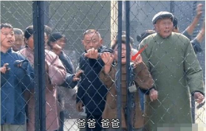 Sạn ngớ ngẩn trong phim Hoa ngữ: Đồ vật hiện đại xuyên không về thời xưa, diễn viên quần chúng bất chấp phá hoại cảnh quay - ảnh 7