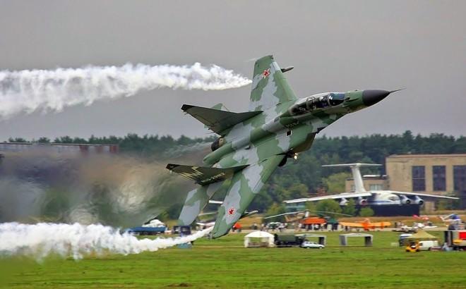"""""""Quân tử phòng thân"""": Láng giềng ở Nam TQ mua vũ khí mới - MiG-29, Yak-130 Nga được chọn"""
