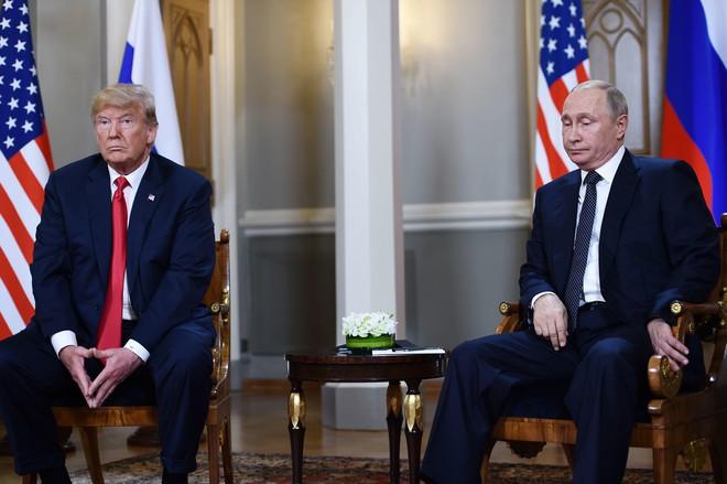 [CẬP NHẬT] Ông Trump căng thẳng bắt tay ông Putin 3 giây, nhắc đến TQ và bạn chung Tập Cận Bình - Ảnh 2.