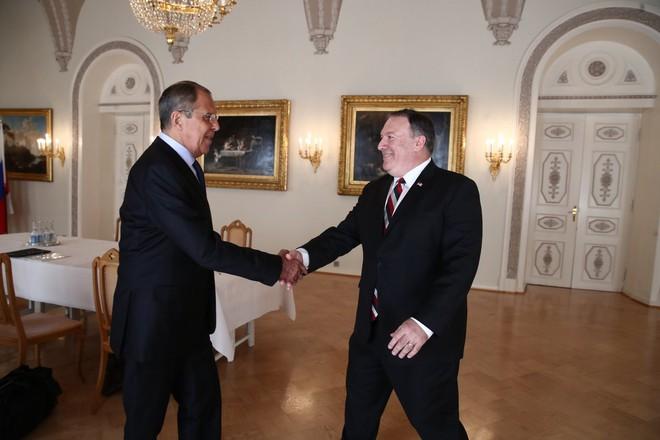 [CẬP NHẬT] Ông Trump căng thẳng bắt tay ông Putin 3 giây, nhắc đến TQ và bạn chung Tập Cận Bình - Ảnh 1.