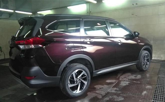 Toyota Rush 2018 vừa xuất hiện tại đại lý ở Hà Nội có giá bao nhiêu?
