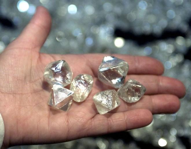 Có thể 1 triệu tỷ tấn kim cương đang ẩn dưới bề mặt Trái Đất: Giới khoa học bất ngờ! - Ảnh 2.