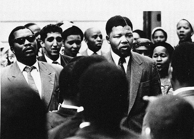 Câu chuyện về Nelson Mandela: Một cuộc đời phi thường - Ảnh 1.