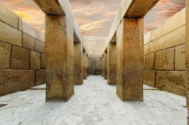 Sự phi lý thách thức mọi khái niệm logic của những tảng cự thạch khổng lồ  - Ảnh 1.