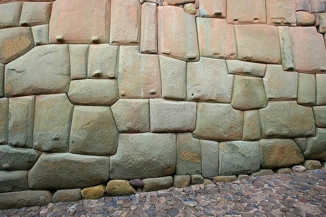 Sự phi lý thách thức mọi khái niệm logic của những tảng cự thạch khổng lồ  - Ảnh 5.