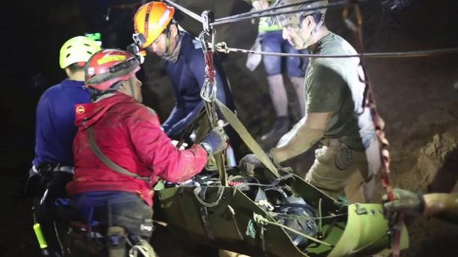 Thợ lặn cứu đội bóng Thái: Đã chuẩn bị tâm lý 3-5 cậu bé chết - Ảnh 2.