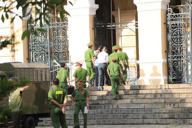 An ninh thắt chặt xung quanh phiên xử William Nguyen kích động biểu tình trái pháp luật - Ảnh 5.