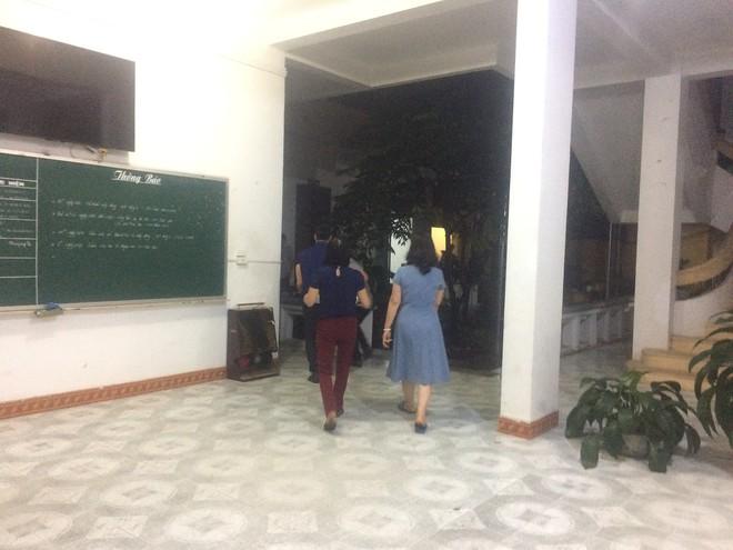 Tổ công tác dùng cơm tại chỗ, làm việc xuyên đêm tại Sở GD&ĐT Lạng Sơn - Ảnh 1.