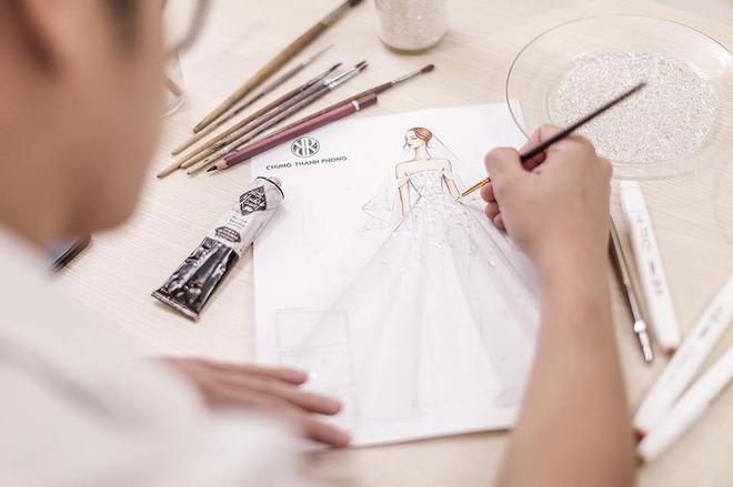 Hé lộ váy cưới lộng lẫy được thiết kế riêng cho Á hậu Tú Anh trong ngày trọng đại - ảnh 2