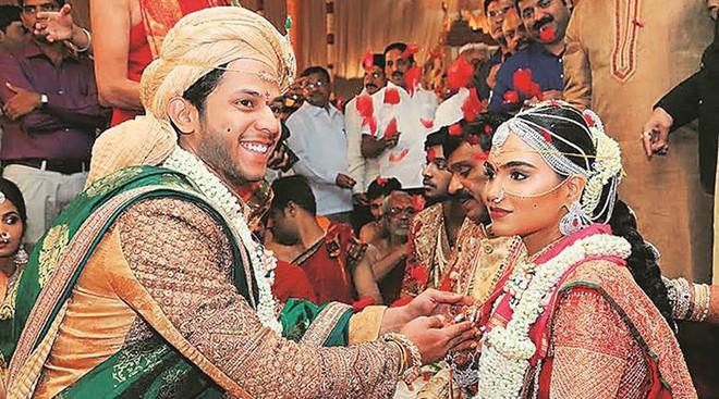 Các tỷ phú Ấn Độ: Đi siêu xe, xây nhà chọc trời, chi triệu đô cho đám cưới con gái - Ảnh 1.