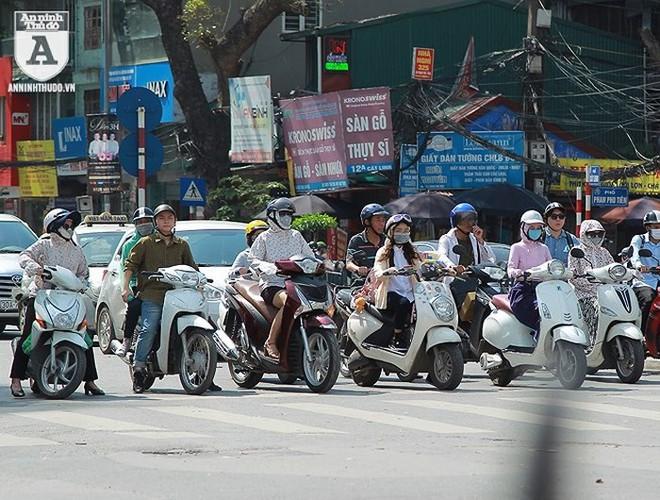 [ẢNH] Nắng nóng kéo dài, lại lo nguy cơ tai nạn giao thông cho những ninja đi xe máy - Ảnh 1.