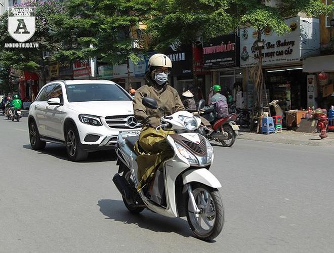 [ẢNH] Nắng nóng kéo dài, lại lo nguy cơ tai nạn giao thông cho những ninja đi xe máy - Ảnh 8.