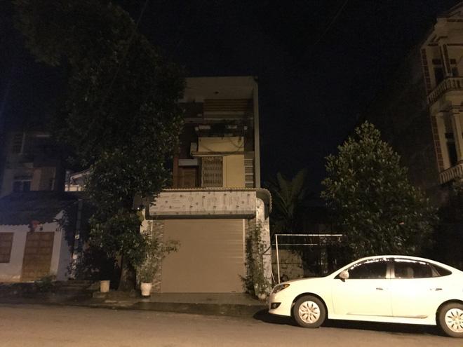 Nhiều cảnh sát cơ động đến Sở GD&ĐT Hà Giang lúc đêm khuya - Ảnh 12.