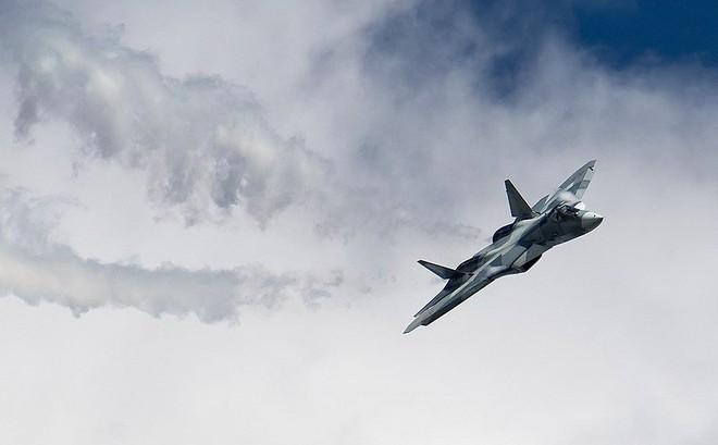 """Nga """"đốt giai đoạn"""" với lô Su-57 đầu tiên: Hành động quá liều lĩnh"""