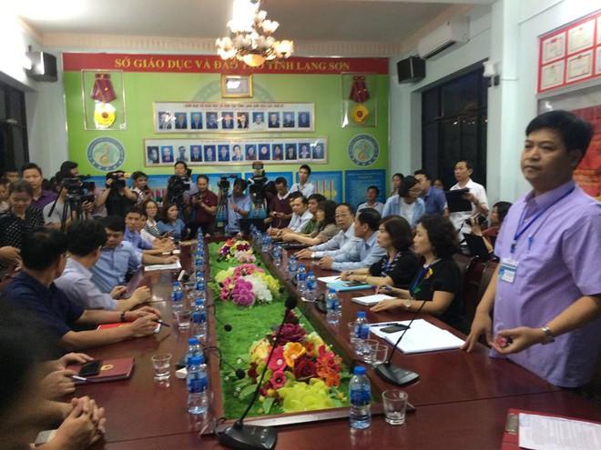 Họp báo chóng vánh rà soát điểm thi ở Lạng Sơn: 8/51 thí sinh bị giảm điểm thi sau chấm thẩm định - Ảnh 1.