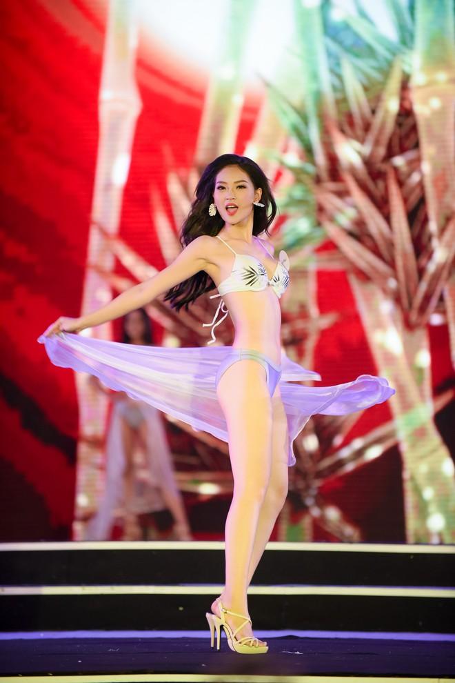 Màn diễn bikini nóng bỏng của 38 thí sinh lọt chung khảo phía Bắc Hoa hậu Việt Nam - Ảnh 18.
