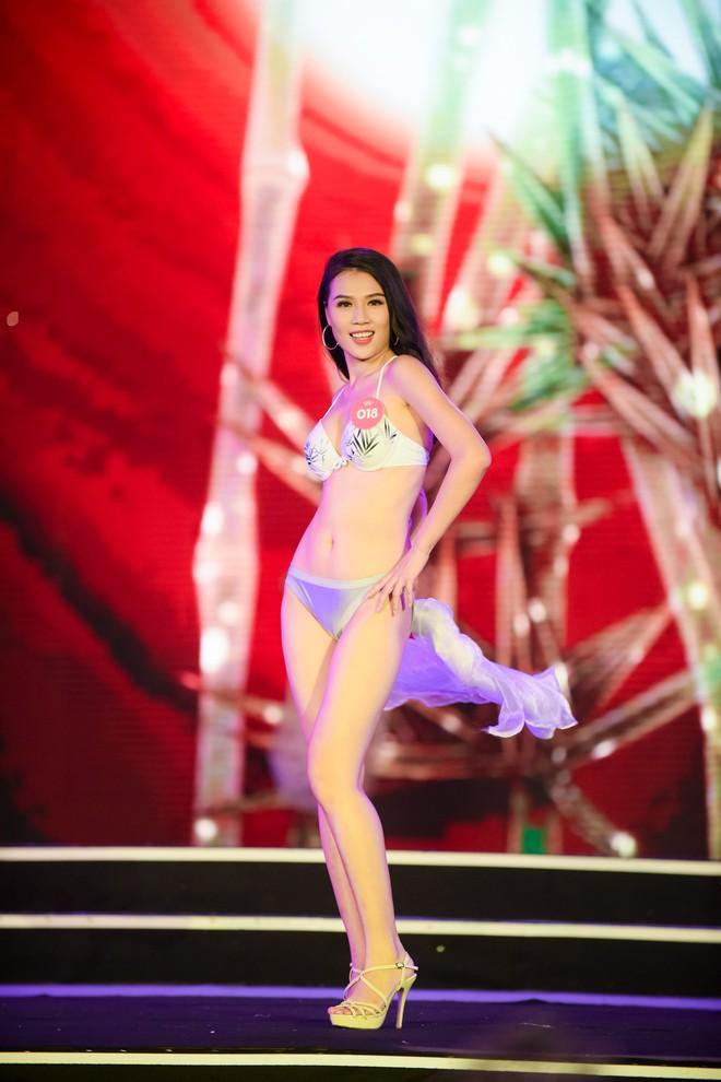 Màn diễn bikini nóng bỏng của 38 thí sinh lọt chung khảo phía Bắc Hoa hậu Việt Nam - Ảnh 15.