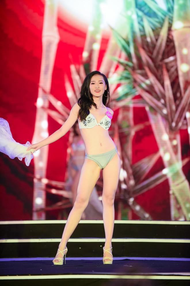 Màn diễn bikini nóng bỏng của 38 thí sinh lọt chung khảo phía Bắc Hoa hậu Việt Nam - Ảnh 11.