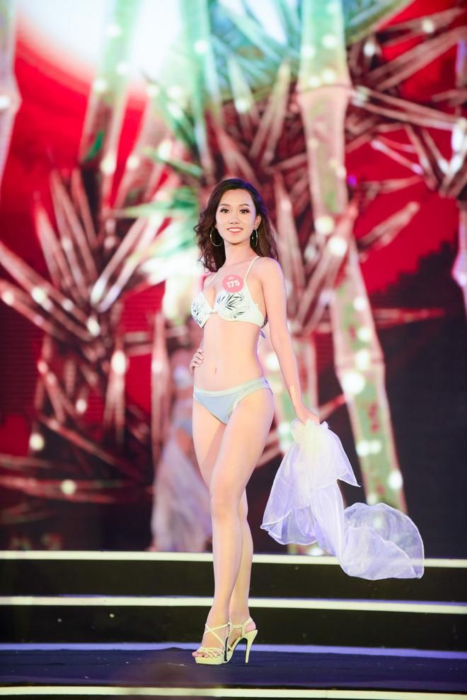 Màn diễn bikini nóng bỏng của 38 thí sinh lọt chung khảo phía Bắc Hoa hậu Việt Nam - Ảnh 3.