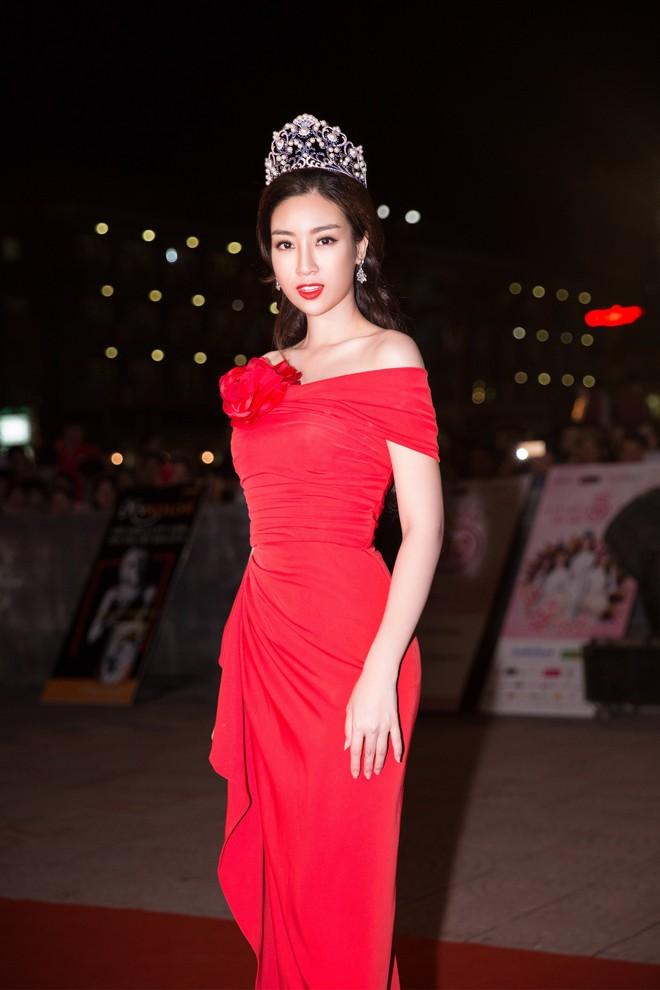 Dàn Hoa hậu, Á hậu đồng loạt khoe sắc tại Chung khảo phía Bắc Hoa hậu Việt Nam 2018 - Ảnh 2.