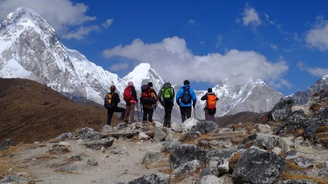 Những điều kỳ dị trên đỉnh Everest mà bạn sẽ không thể ngờ tới - Ảnh 1.