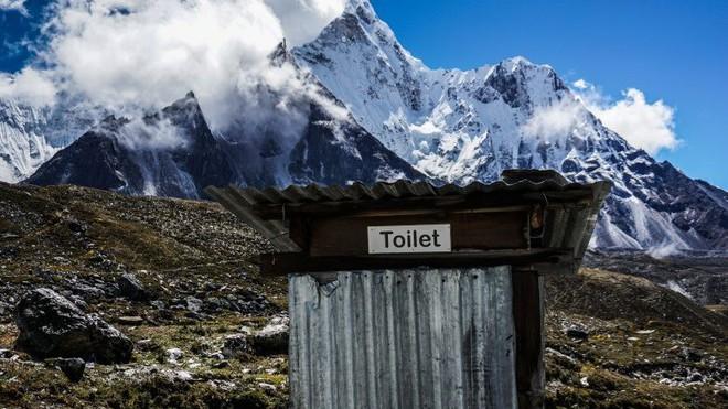 Những điều kỳ dị trên đỉnh Everest mà bạn sẽ không thể ngờ tới - Ảnh 2.