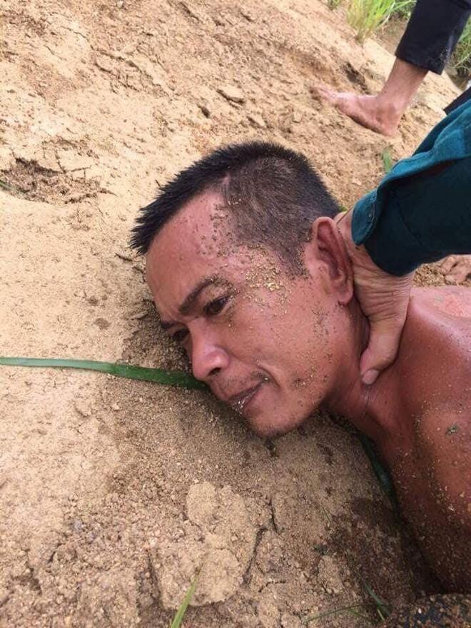 Hiện trường thảm án kinh hoàng 3 người tử vong nghi bị sát hại trong nghĩa địa ở Bình Định - Ảnh 7.