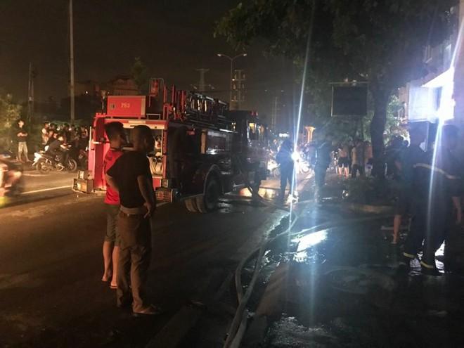Quán massage 5 tầng ở Hà Nội bốc cháy ngùn ngụt 4