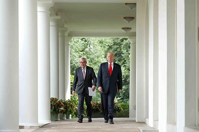 Chiến tranh thương mại: Mỹ và EU thỏa hiệp, bắt tay nhau cùng đối phó Trung Quốc - Ảnh 1.