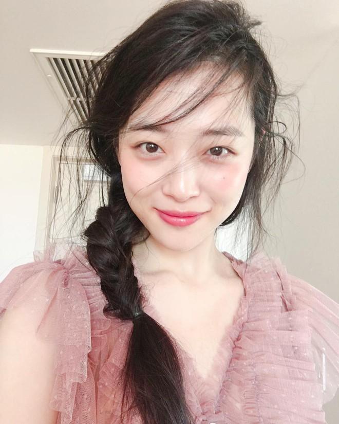 Nữ sinh Việt khiến dân mạng ngỡ ngàng vì giống Sulli từ gương mặt đến thần thái - Ảnh 3.