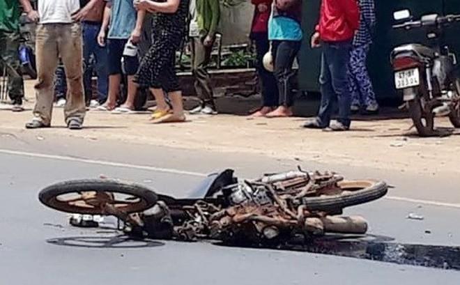 Hưng Yên: Xe máy va chạm với ôtô, hai mẹ con thiệt mạng