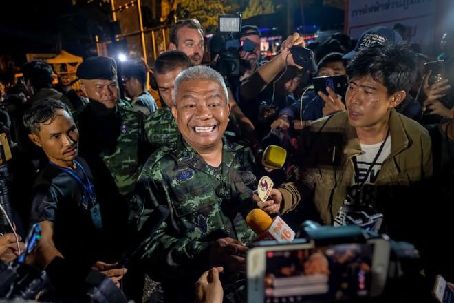 Hé lộ cách sinh tồn của đội bóng Thái Lan kẹt trong hang ngập nước suốt 10 ngày 2