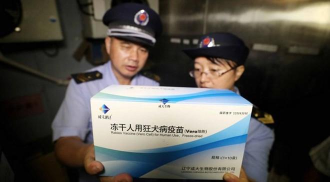 Cảnh sát Trung Quốc đề nghị bắt giữ 18 người liên quan vụ sản xuất chui vaccine - Ảnh 1.