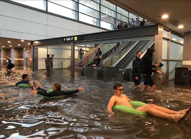 24h qua ảnh: Nhà ga biến thành hồ bơi công cộng sau mưa lớn ở Thụy Điển - Ảnh 5.