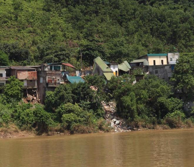 [Video] Người dân kể lại cảnh hà bá sông Đà nuốt nhà trong 15 phút tại Hòa Bình - Ảnh 2.