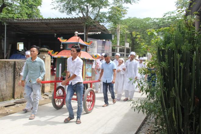 Vụ tai nạn thảm khốc 13 người chết: Bài vị đặt thành hàng ở từ đường dòng họ Nguyễn Khắc - Ảnh 1.